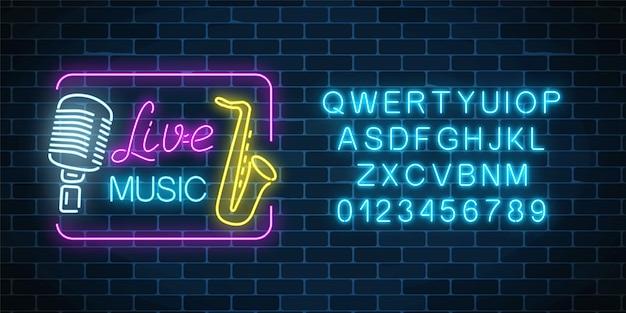 Letrero de neón del club nocturno de música en vivo con alfabeto