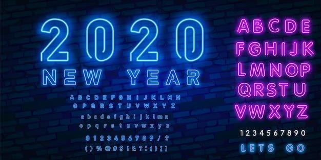 Letrero de neón feliz año nuevo 2020 y alfabeto estilo neón