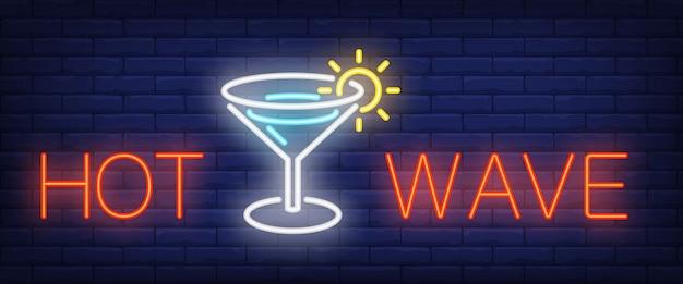 Letrero de neón de ola caliente. barra de letras brillantes y copa de martini