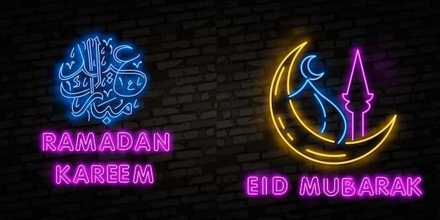 Letrero de neón ramadan kareem con letras y luna creciente