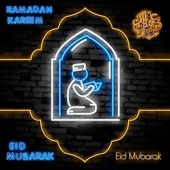 Letrero de neón de ramadan kareem con letras y luna creciente