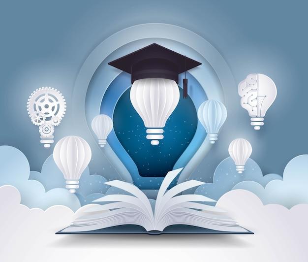 Libro abierto con bombilla y gorra de graduación, conceptos de educación universitaria.