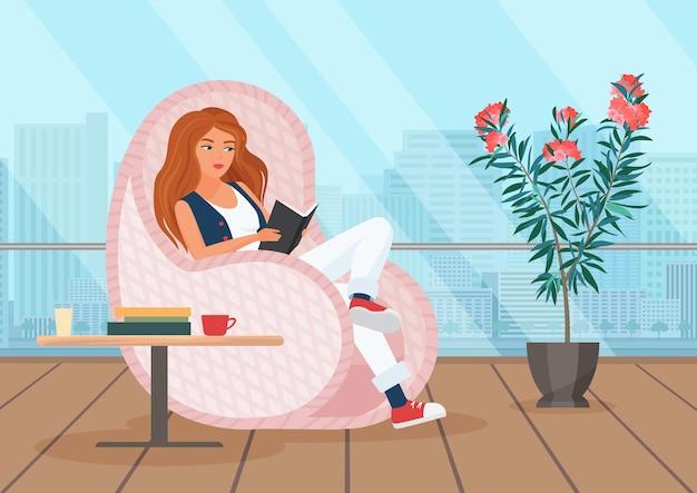 Libro de lectura de niña en la terraza joven sentado en el balcón relajándose al aire libre
