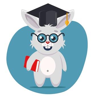 Una liebre inteligente con sombrero y anteojos se encuentra a toda altura con un libro en sus patas. ilustración de vector de personaje plano
