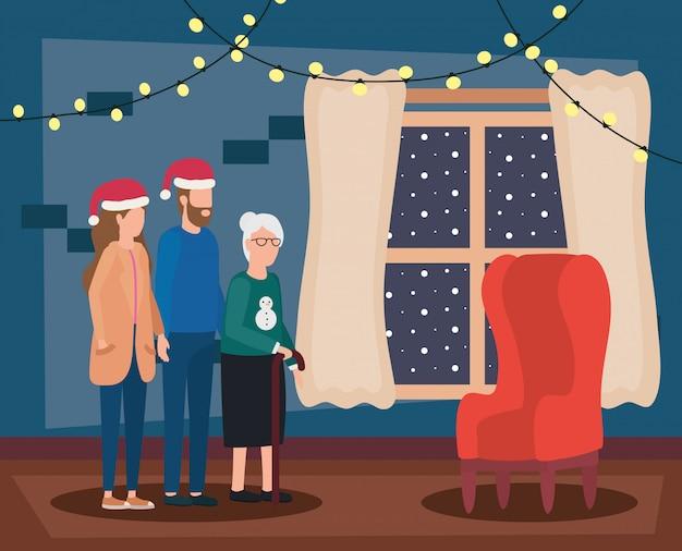 Linda abuela con pareja joven con sombrero de navidad