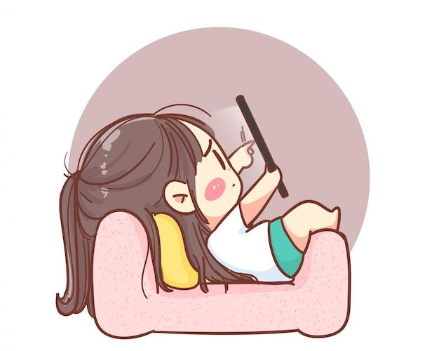 Linda chica acostada en el sofá con tableta logotipo de ilustración de dibujos animados. vector premium