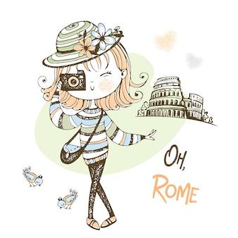 Una linda chica con una cámara toma fotos en roma. turista. viaje.