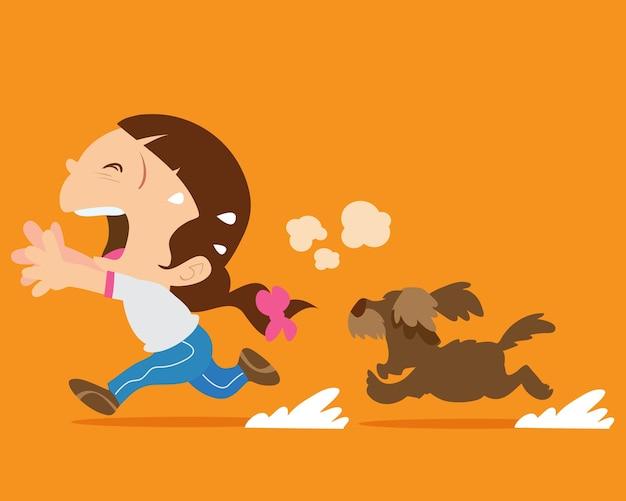 Linda chica huyendo de perro enojado