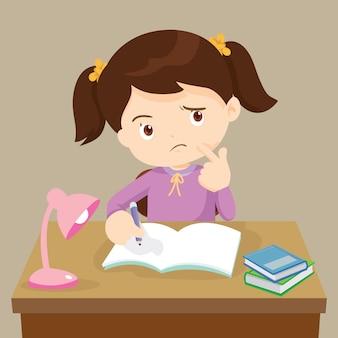 Linda chica pensando trabajando en la tarea