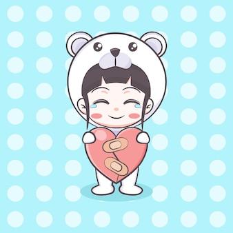 Linda chica de traje de oso polar sosteniendo una ilustración de dibujos animados de hogar curado