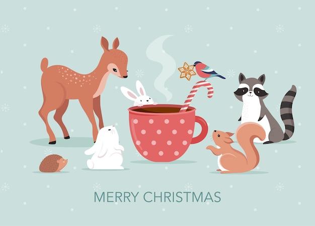 Linda escena navideña con ciervos, conejos, mapaches, osos y ardillas alrededor de una taza de chocolate caliente