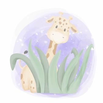 Linda jirafa escondida en la hierba