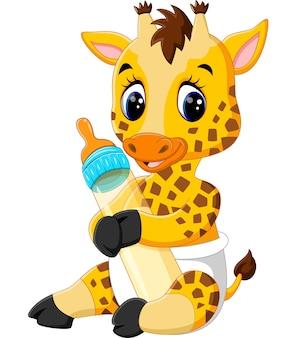 Linda jirafa sosteniendo la botella de leche