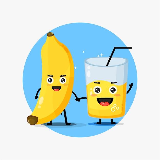 Linda mascota de jugo de plátano y plátano tomados de la mano