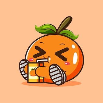 De linda mascota naranja bebiendo jugo de naranja