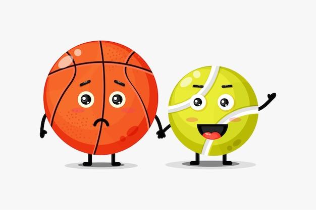 Linda mascota de pelota de baloncesto y tenis tomados de la mano