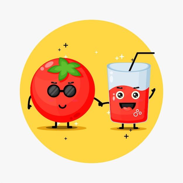 Linda mascota de tomate y jugo de tomate tomados de la mano