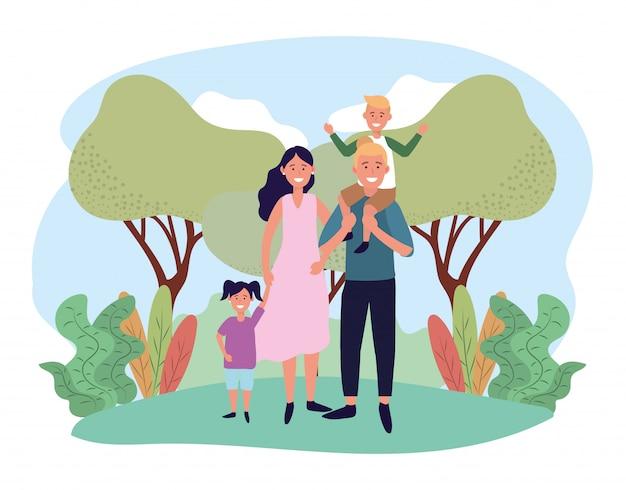 Linda mujer y hombre con su hijo e hija.