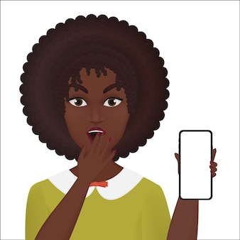 Linda mujer joven sorprendida sosteniendo nuevo smartphone aislado