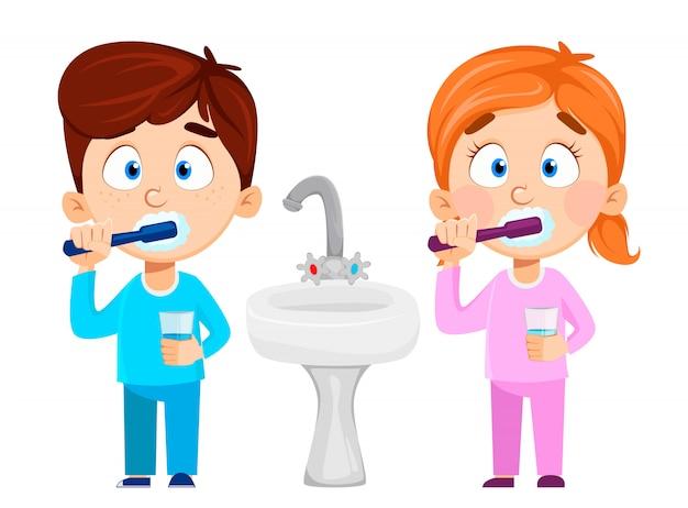 Linda niña y niño cepillarse los dientes