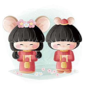Linda niña y niño en traje tradicional chino