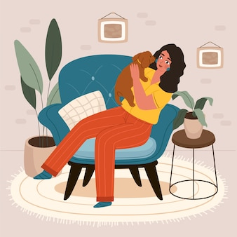 Linda niña sonriente sentada en el cómodo sofá con su gato
