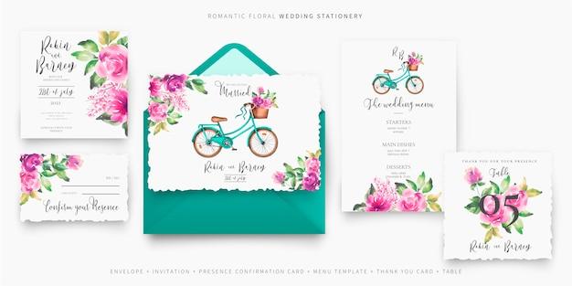 Linda papelería de boda con bicicleta y flores.