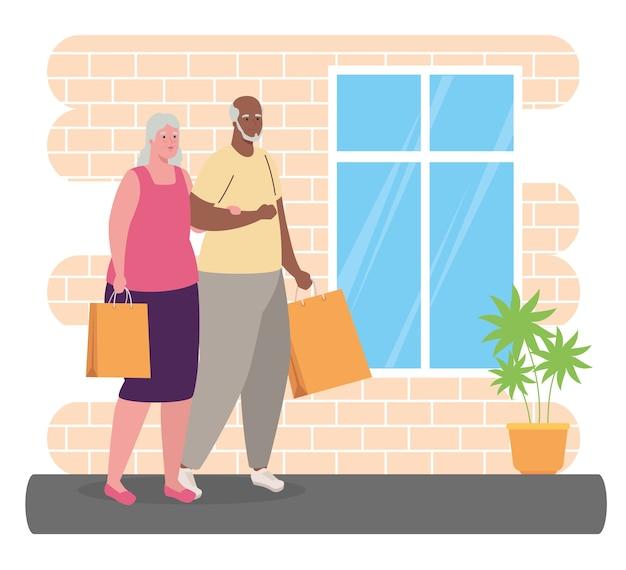 Linda pareja de ancianos con bolsas de compras