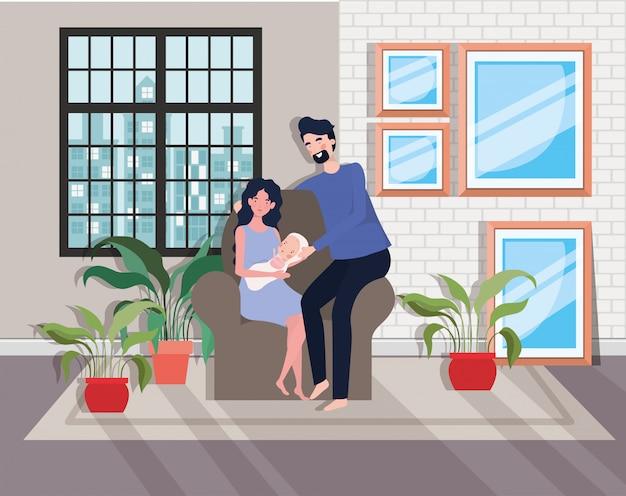 Linda pareja de padres con un bebé recién nacido en un sofá
