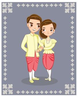 Linda pareja tailandesa en vestido tradicional