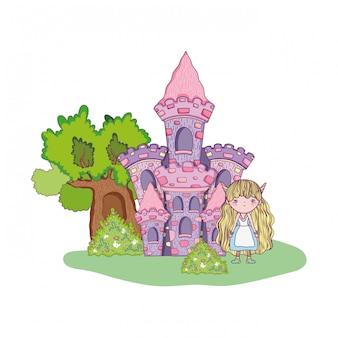 Linda pequeña hada con castillo en el paisaje