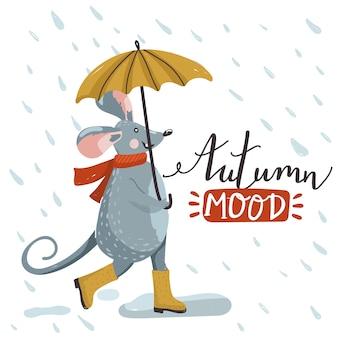 Linda rata caminando bajo la lluvia con paraguas.