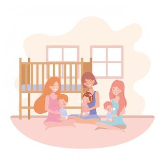 Lindas madres embarazadas sentadas levantando bebés en la habitación