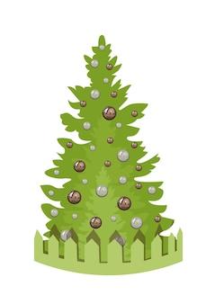 Un lindo árbol de navidad verde con bolas de cobre y perlas y juguetes detrás de una valla decorativa