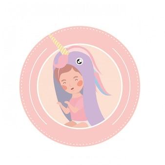 Lindo bebé jugando personaje avatar