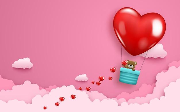Lindo bebé oso con globo de aire en forma de corazón volando en el cielo rosa.