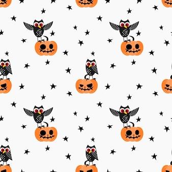 Lindo búho y calabaza de halloween de patrones sin fisuras.