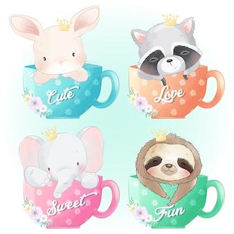 Lindo conejito, mapache, elefante y perezoso sentado dentro de la taza de café