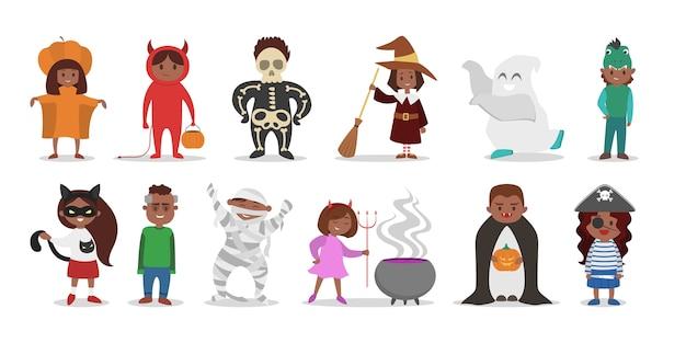 Lindo conjunto de disfraces de halloween para niños. personajes de gatos y brujas, vampiros y piratas. ropa divertida para fiesta. ilustración