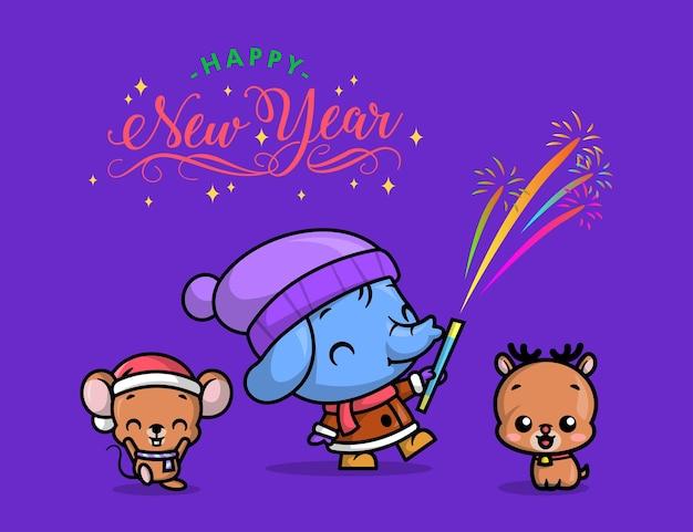 Un lindo elefante está celebrando la víspera de año nuevo jugando fuegos artificiales al aire libre con sus amigos