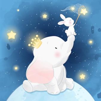 Lindo elefante sentado en la luna con conejito
