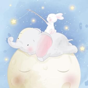 Lindo elefantito sentado en la luna con conejito