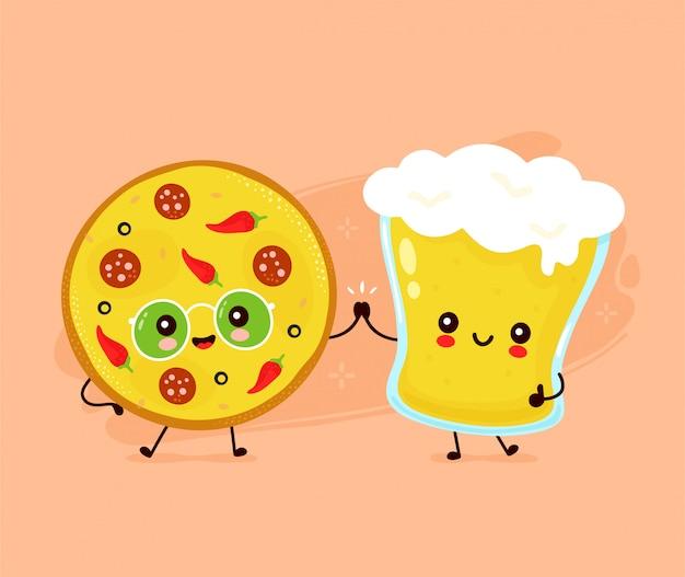 Lindo feliz sonriente vaso de cerveza y pizza.