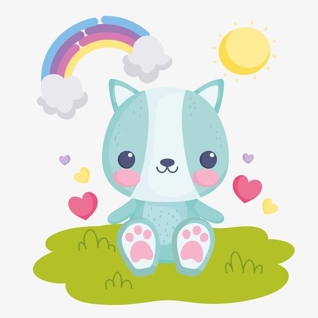 Lindo gato de peluche sobre la hierba