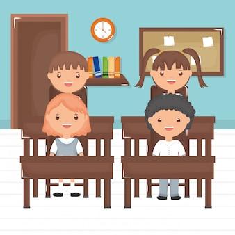 Lindo grupo de pequeños alumnos en el aula.