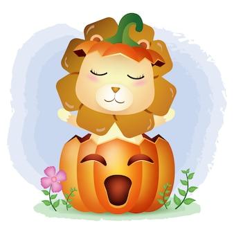 Un lindo león en la calabaza de halloween.