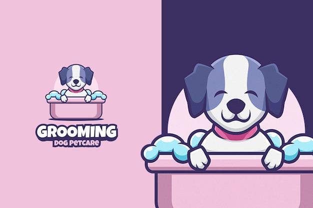 Lindo logotipo de dibujos animados de cuidado de mascotas de perro de aseo