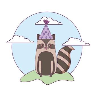 Lindo mapache animal con gorro de fiesta en el paisaje