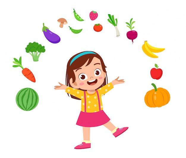 Lindo niño feliz con verduras