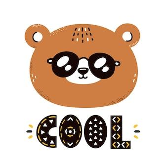 Lindo oso gracioso en gafas de sol